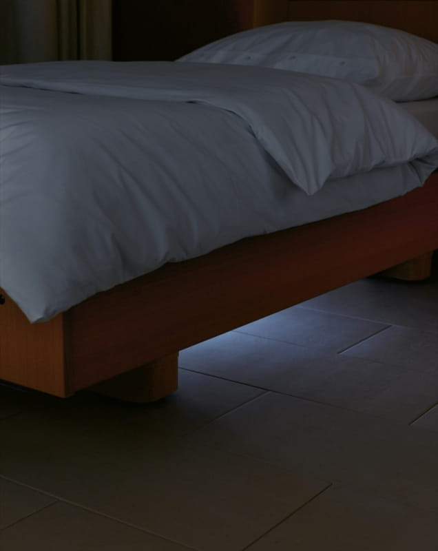 Shiftable underbed light